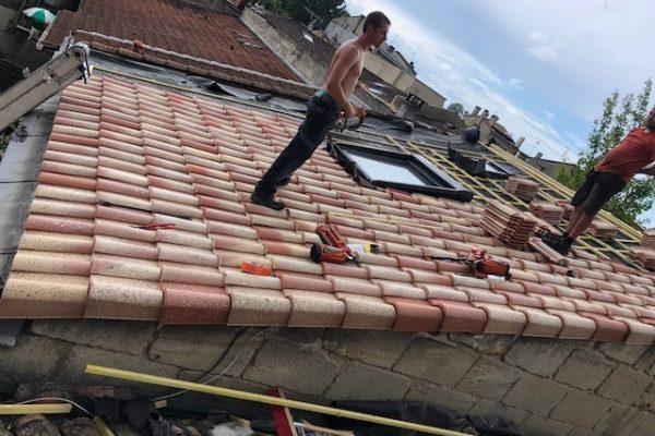 Réparation de tuiles et velux par Dominique Rénovation